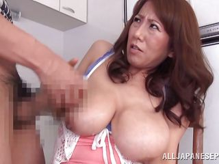 зрелые мамы на кухне порно