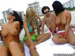 порно вечеринки на пляже