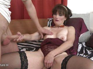 Секс со зрелой шлюхой